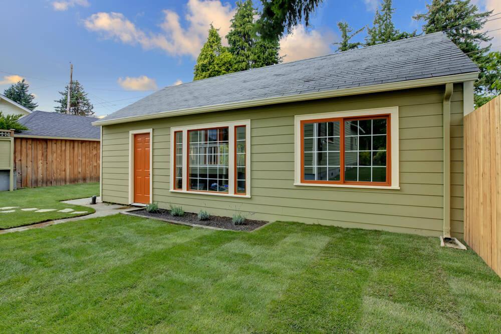 guests-garden-room-in-a-log-cabin