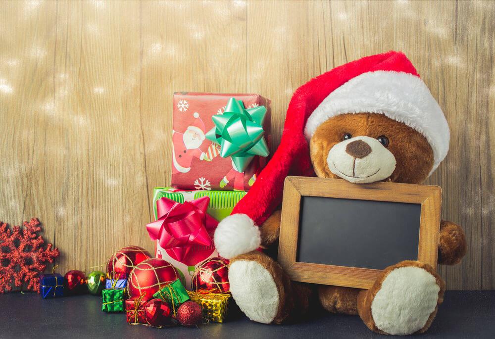 Stuffed-animals-log-cabin-christmas-decorations