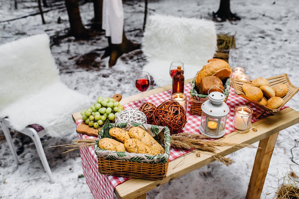 christmas-picnic-log-cabin