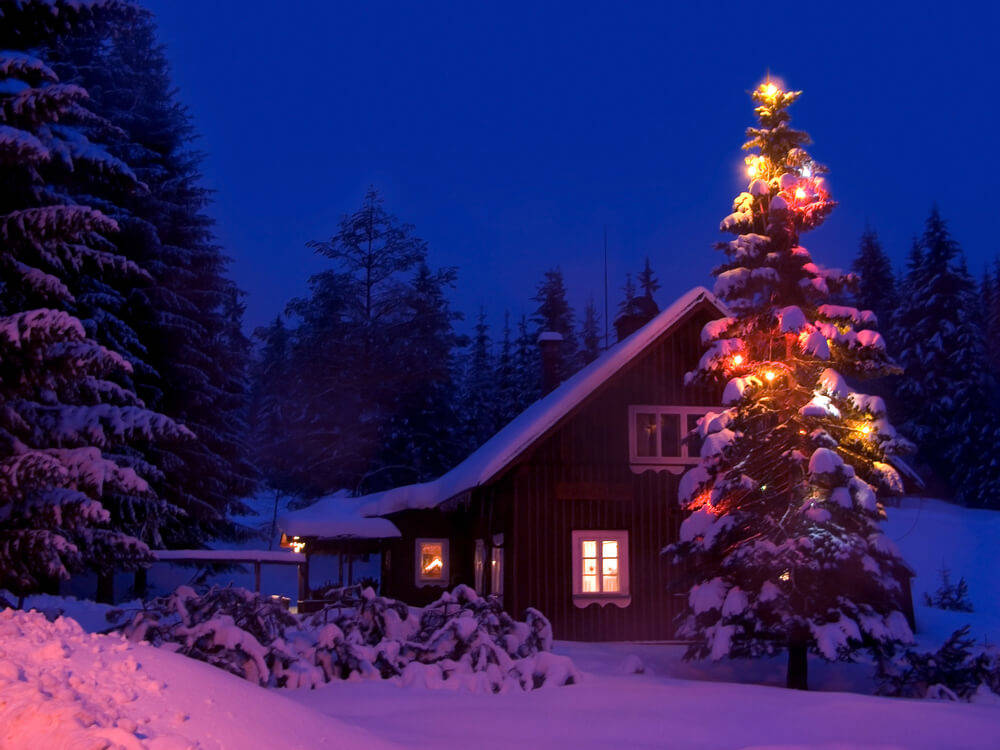 Christmas decorating tips for the exterior of a log cabin