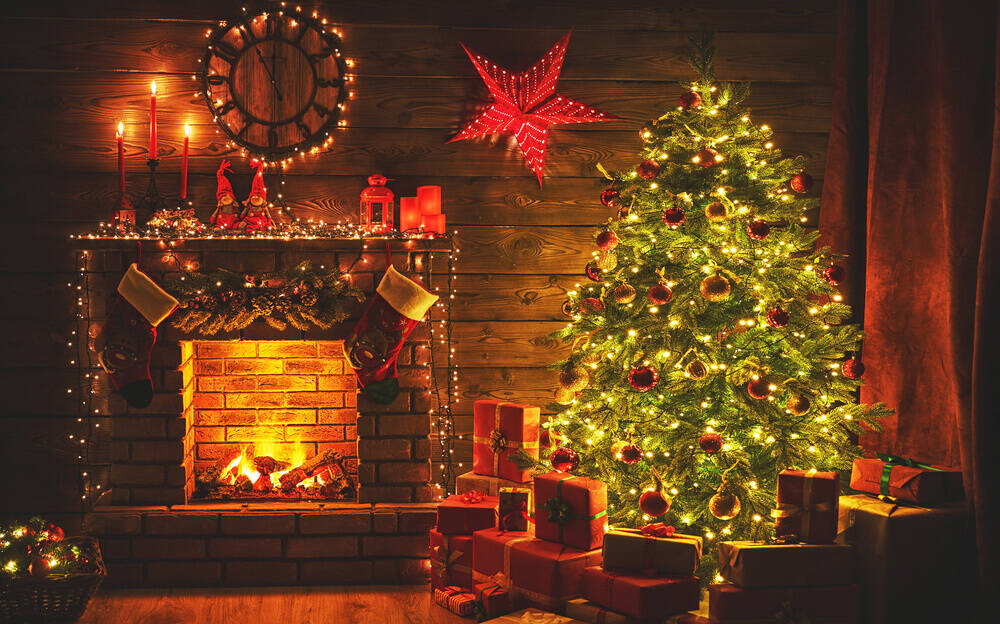 Christmas decorating ideas for log cabin's interior