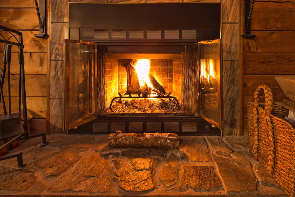 Log cabin heating: Fireplace or electric heating