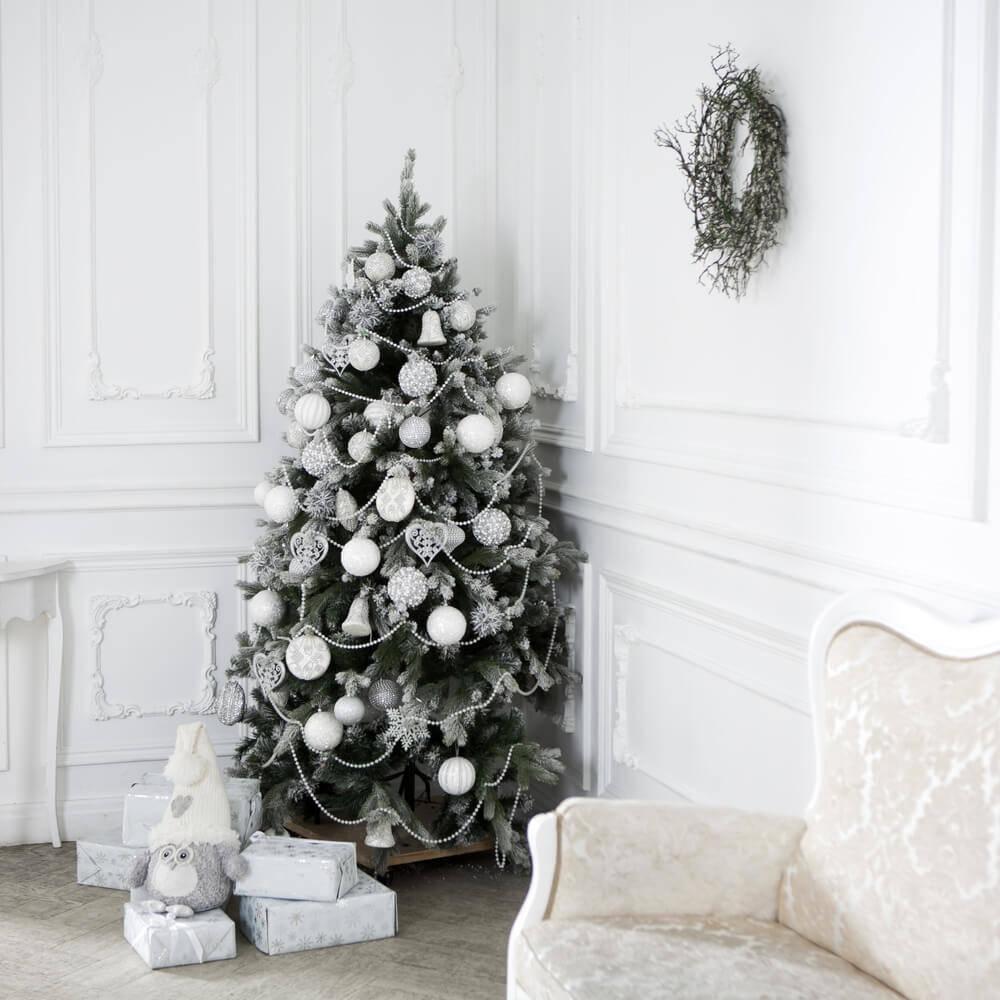 nature-christmas-tree-log-cabin