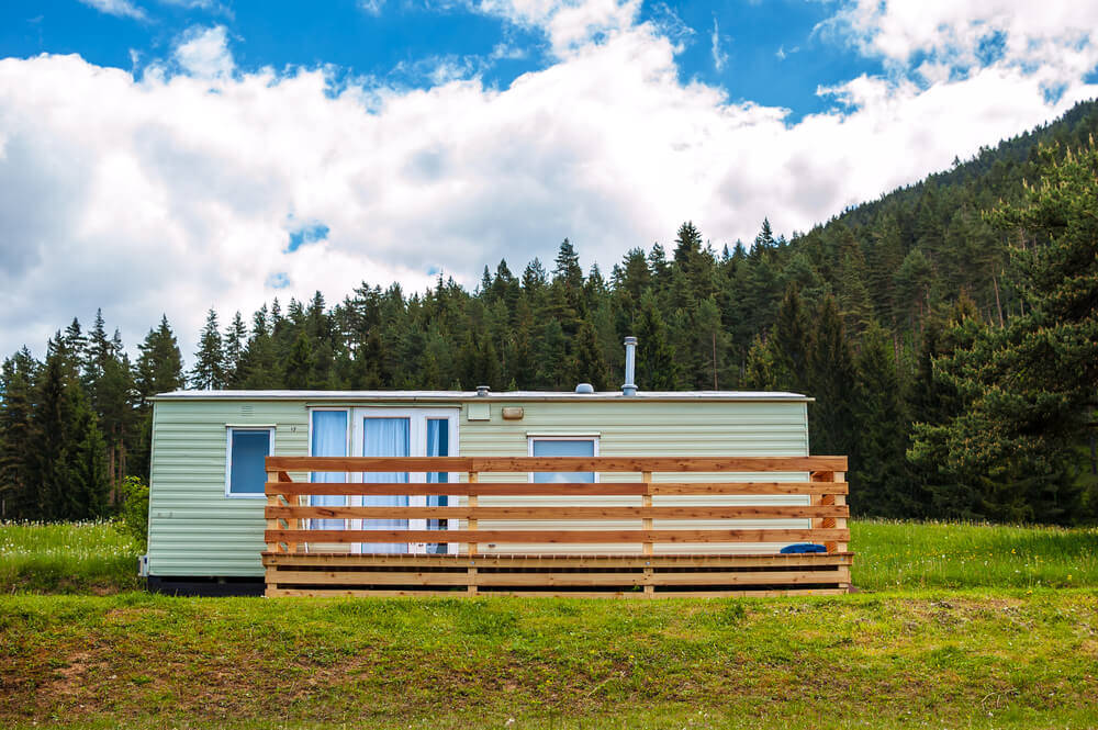 Mobile home in the forest – advantages and disadvantages